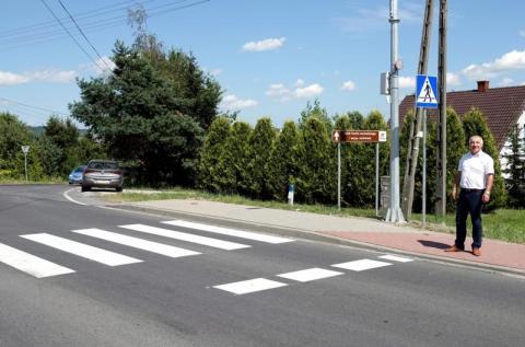 Marcinkowice: są w końcu bezpieczne przejścia na powiatówce