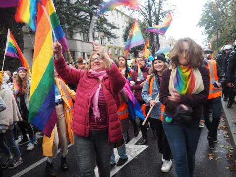 """10 miliardów! Tyle ma kosztować Małopolskę """"nienawiść"""" do gejów i lesbijek"""