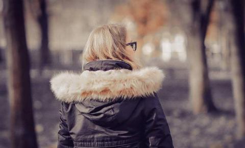 Czym jest jesienna chandra i jak sobie z nią radzić? Rozmowa z psychologiem