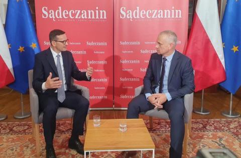 Premier Mateusz Morawiecki w rozmowie z Tomaszem Kowalskim