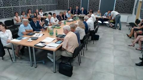Chełmiec: sesja LIVE. Decyzje w sprawie miasta, bezpieczeństwa i bibliotek