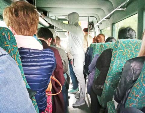 Bomba wybuchła po artykule o autobusie, który jechał z Męciny na tamten świat