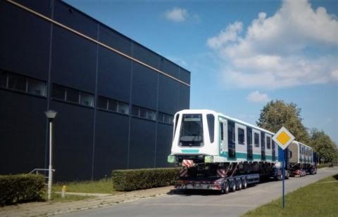 Wagony metra i różowa lokomotywa. Rynkowe hity sądeckiego Newagu [ZDJĘCIA]