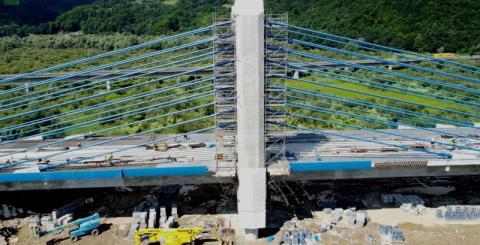 Wre praca na budowie nowego mostu w Kurowie. To już ostatnia prosta