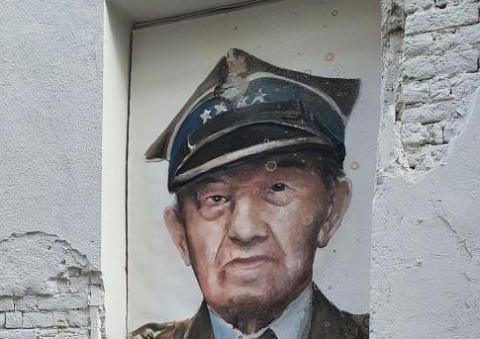 Nowy mural przy ulicy Wąskiej w Nowym Sączu. Kogo przedsta