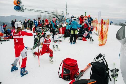 """""""Narciarnia"""" znów na podium w slalomie gigancie"""