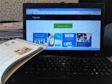 28 laptopów dla uczniów z gminy Kamionka Wielka. A co z zaległościami w nauce?