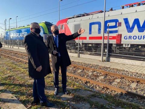 Minister Adamczyk przyjechał do Sącza oglądać zmienne napięcie w Newagu
