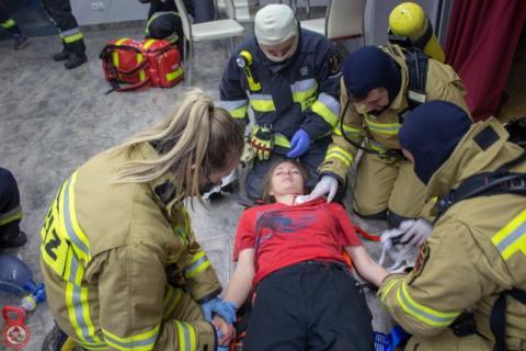 Jak reanimować, transportować rannych i ratować topielców? Strażacy to potrafią