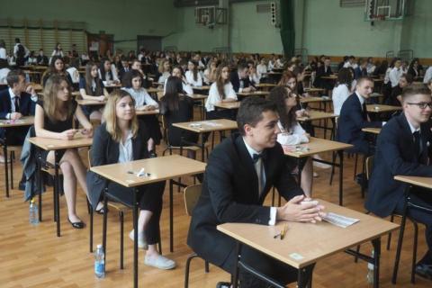 Maturzyści rozpoczęli egzamin z języka polskiego. Czego boją się najbardziej?