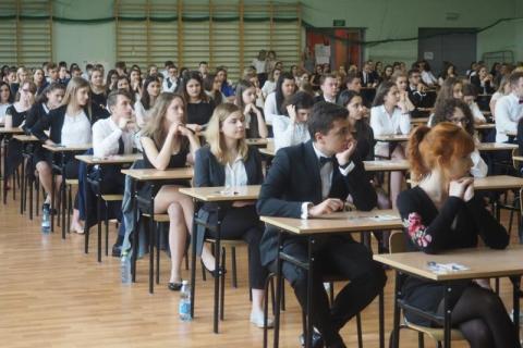 Dociskanie maturzystów. Trudniejszy egzamin, a do tego… dyktando z ortografii