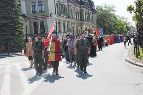"""""""Długosz"""": Ta szkoła na pewno nie jest """"święta"""", tylko barwna jak sam Nowy Sącz i ma już 199 lat! [WIDEO]"""