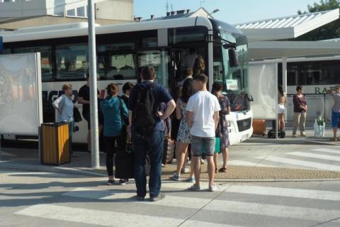 Jest super czy bez sensu ... na nowych peronach sądeckiego dworca autobusowego