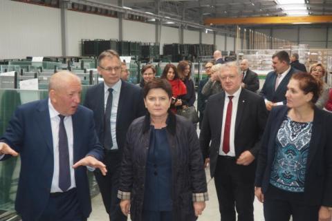 Premier Beata Szydło przyjechała do Nowego Sącza. Odwiedziła szkołę i Fakro