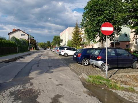 MPEC miał tylko wymienić stare rury a wybudowali parking, Jakim cudem?