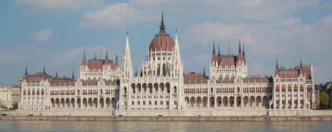 """Taryfikator mandatów na Węgrzech. """"Bratanki"""" też ostro kroją"""