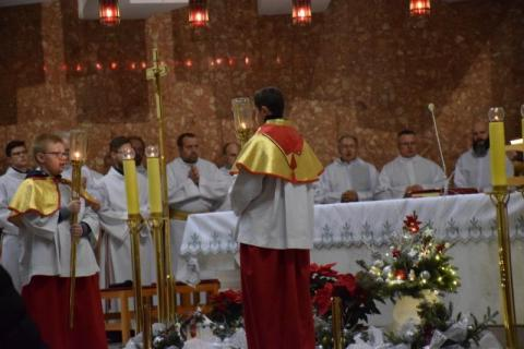 Tłumy na pasterce w kościele św. Antoniego i szopka z krynickim akcentem