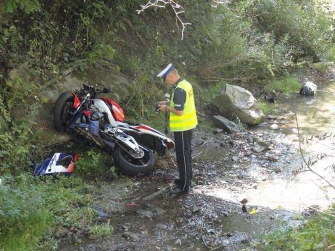 Motocyklista wpadł do rzeki. Zmarł w szpitalu. Miał zaledwie 17 lat