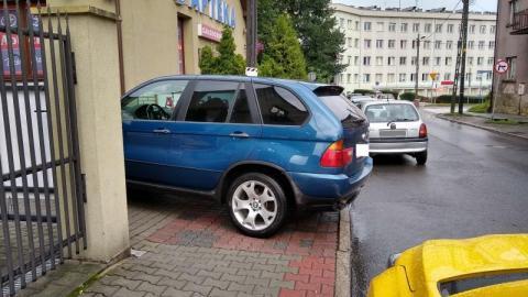 Na co ten gość choruje, że tak parkuje?