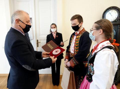 """Zespół """"Piecuchy"""" z Nawojowej nagrał płytę. Trafili do Powiatowej Fonoteki"""