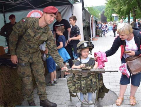 czytaj też:Piknik militarno-historyczny przyciągnął tłumy na krynicki deptak