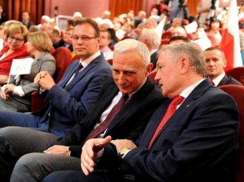 Poseł Naimski pisze skargę do Kaczyńskiego na Nowaka i chory, sądecki PiS. Sytuację chce uzdrowić… kobietą na fotelu prezydenta. Kto jest jego faworytką?
