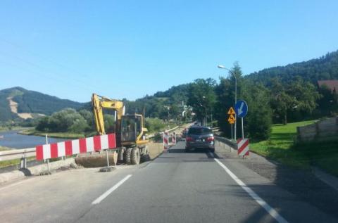 Mega korki: gehenna w drodze na kąpielisko Radwanowie. Może lepiej jechać przez Muszynę? [FILM]