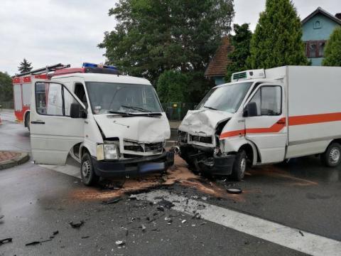 W Podegrodziu zderzyły się dwa dostawczaki. Są ranni [ZDJĘCIA]