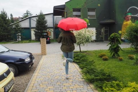Nawet pogoda opłakuje wakacje. Od niedzieli już tylko deszcz i paskudny chłód
