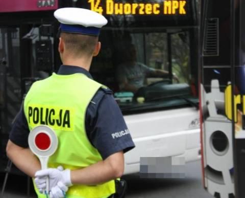 policjanci kontrolowali, czy kierowcy zapinają pasy