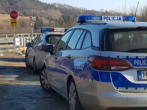 Policyjny pościg za motocyklistą. 22-latek uderzył w radiowóz