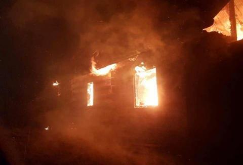Dom spłonął doszczętnie. Strażacy przez sześć godzin gasili pożar