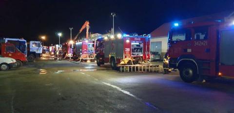Ogień pokazał się w hali po trzeciej nad ranem. Co się wydarzyło w Wielopolu