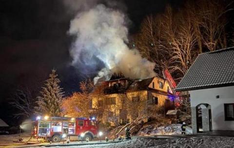 Gdy się obudzili, ogień był wszędzie. Musieli uciekać z domu przez okno