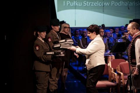 premier_beata_szydlo_wsparla_starania_o_powrot_jednostki_wojskowej_na_sadecczyzne
