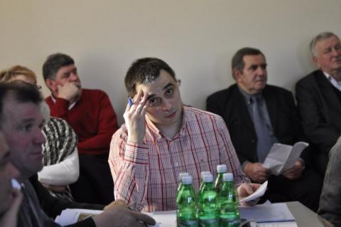 Chełmiec: Radny poucza sekretarza gminy. To jak to naprawdę jest z tymi wynikami w sprawie miasta?