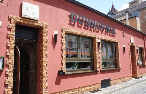 Niemcy: ubrojony napastnik zabarykadował się w restauracji