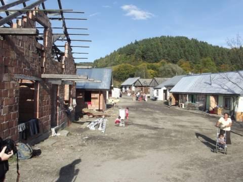 Posłowie chcą dać 900 tysięcy na domy dla Romów z Maszkowic