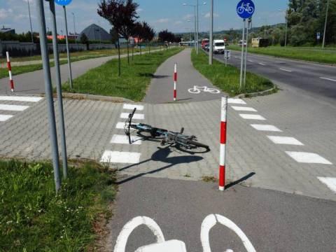 słupki na ścieżce rowerowej