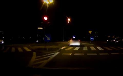 Wjechał na skrzyżowanie przy czerwonym świetle