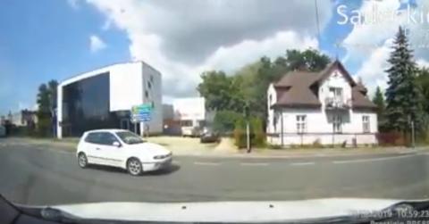 Wjechał na skrzyżowanie na czerwonym świetle. Omal nie doprowadził do wypadku