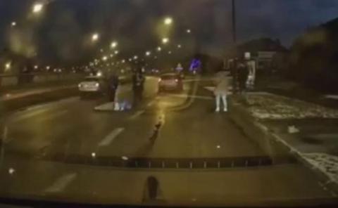 Samochód wjechał w pieszych na ul. I Brygady. Mamy nagranie z wypadku [FILM]