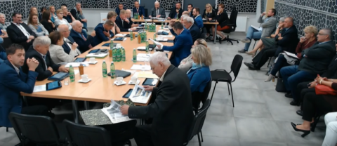 Chełmiec: sesja live. Zmiana w budżecie, oświata i rozbudowa kolei