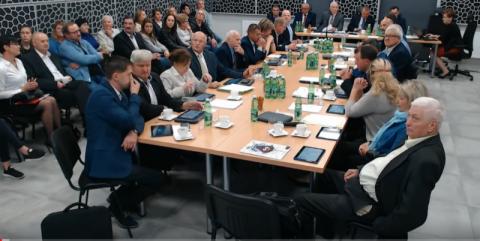 """Chełmiec: """"przestępstwo"""", """"farsa"""" i """"wstyd""""? Rzecz o MPK i głosowaniu radnych"""