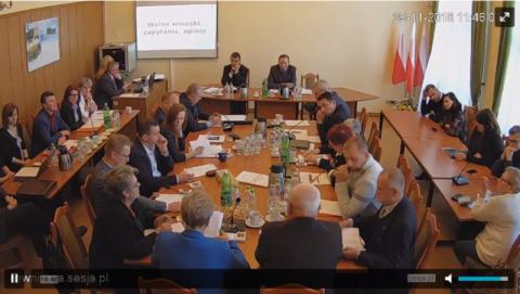 Sesja LIVE w Piwnicznej-Zdroju: radni uchwalają pierwszy budżet Chorużyka
