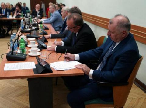 Rok samorządu. Dlaczego starosta Kwiatkowski nie idzie w polityczne przepychanki