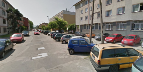 Tajemniczy zakaz parkowania: zadyma o znak, który stoi od lat?