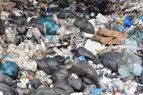 Korzenna: śmieciarka śmieciarce nierówna. Ile kosztuje taki pojazd?