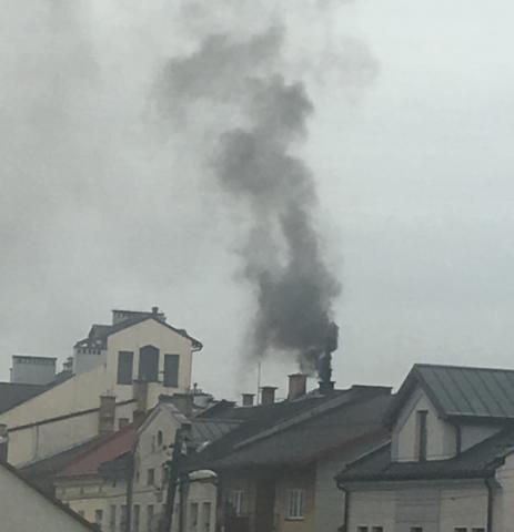 Tak rodzi się smog. Również przy Naściszowskiej