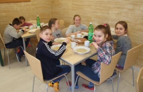 Sami będą gotować dla uczniów. Koniec z cateringiem w Podegrodziu